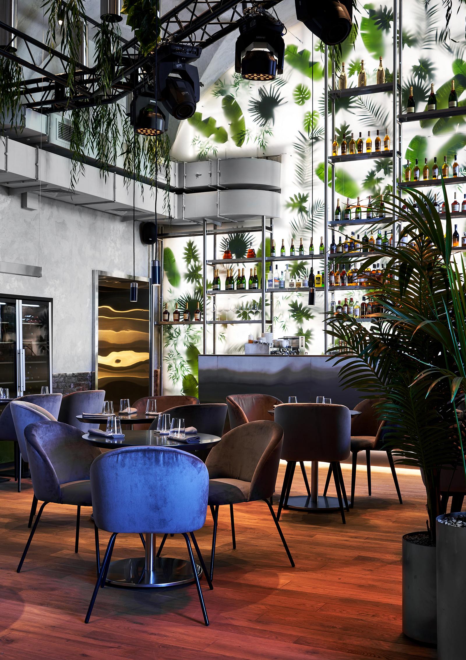 Современный ресторан в центре Санкт-Петербурга